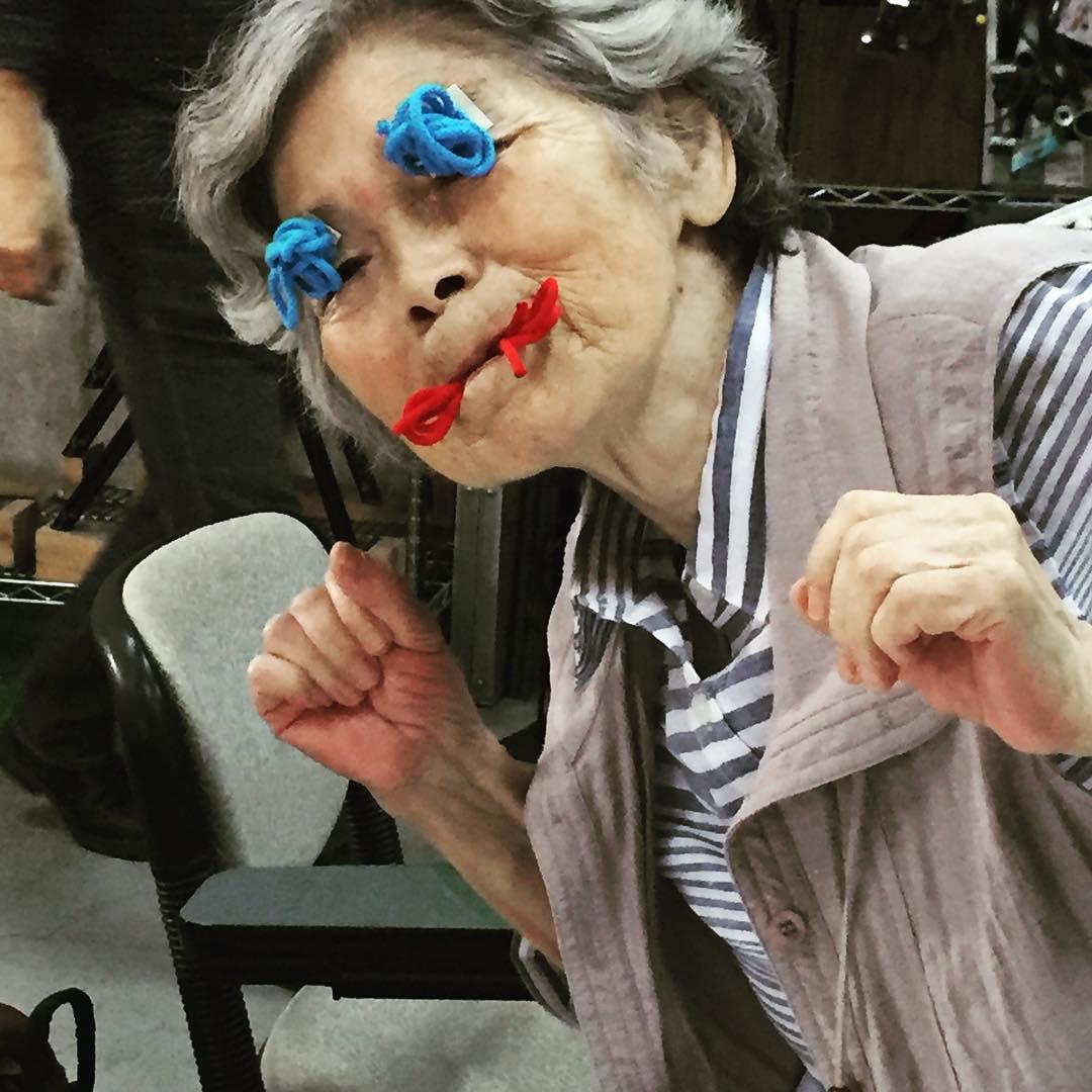 【画像】 日本の90歳おばあちゃんの自撮り画像が海外で話題に ->画像>55枚