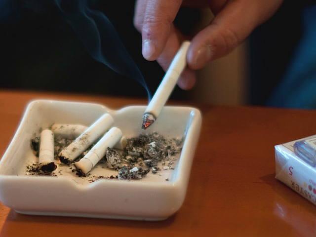 タバコも吸わない