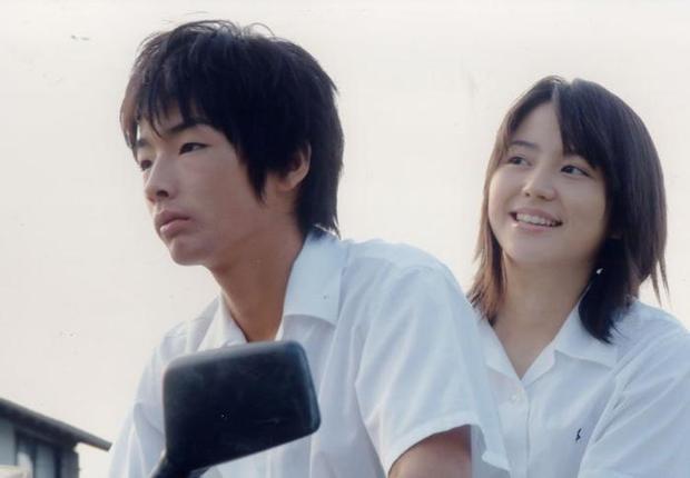 2004年、『世界の中心で、愛をさけぶ』のヒロインとして出演