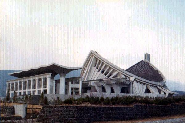 1991年に破門されるまで創価学会の総本山であった大石寺