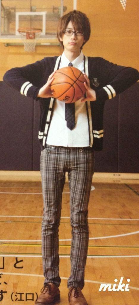 公称187㎝!で学生時代はバスケ部