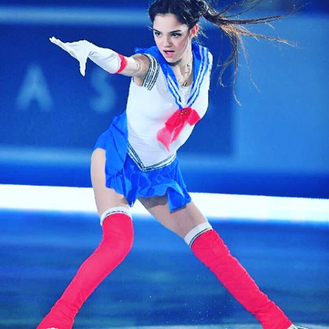 『セーラームーン』コスで演技するメドベージェワ選手②