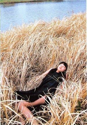 川辺でお昼寝