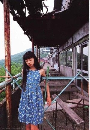 廃墟と美少女