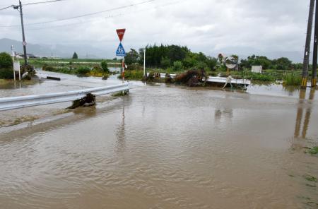 姉川が氾濫し水没した道路
