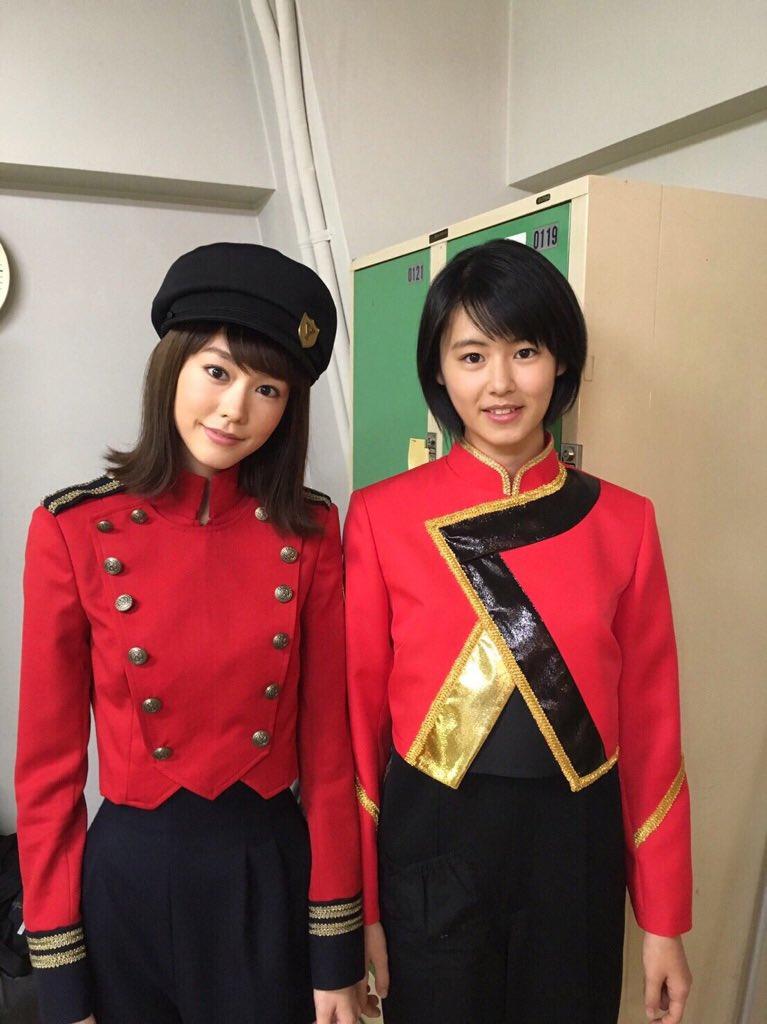 事務所の先輩・桐谷美玲とのツーショット