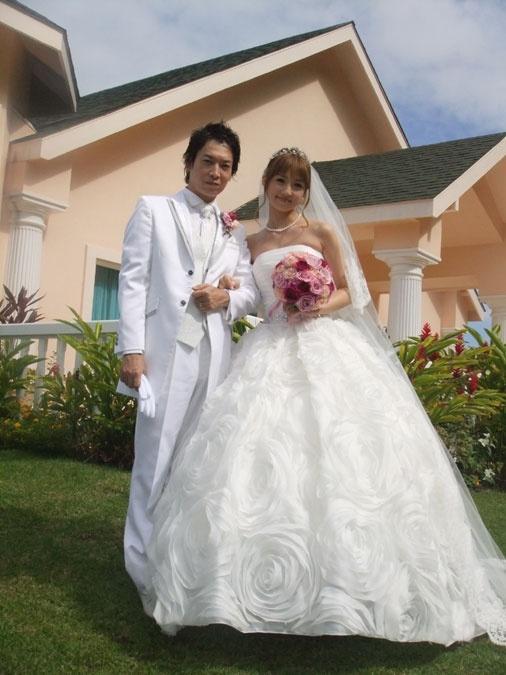 ハワイで結婚式を挙げた小倉さんと菊池さん