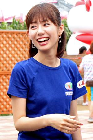 青色Tシャツの山崎夕貴